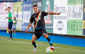 Aguirre controla una balón en Butarque