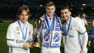 Modric, Kroos y Kovacic posan con el Mundialito.
