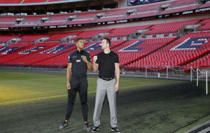 Anthony Joshua y Wladimir Klitschko posan en Wembley para la velada.