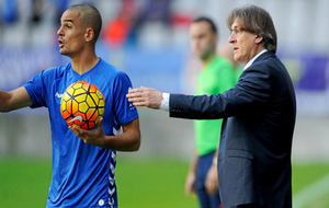 Carlos Peña durante un encuentro con el Real Oviedo
