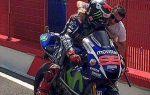 Lorenzo, felicitado por Biaggi.