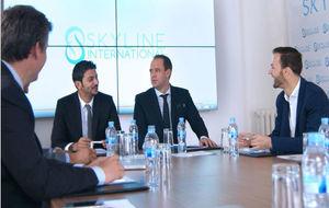 El equipo de trabajo de Skyline, durante una reunión.