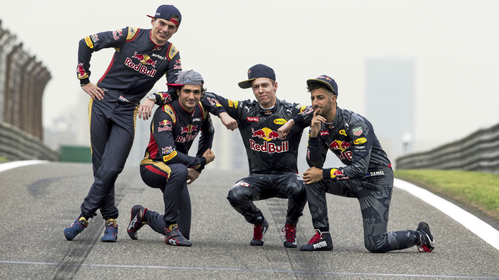 Max Verstappen, Carlos Sainz, Daniil Kvyat y Daniel Ricciardo, en una...