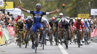 Fernando Gaviria, en su gran victoria del año, la París-Tours.