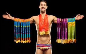 Michael Phelps, con sus 28 medallas olímpicas desplegadas