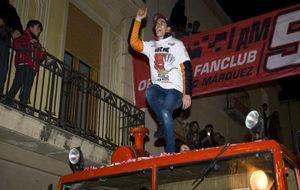 Marc M�rquez durante la celebraci�n de su t�tulo en Cervera