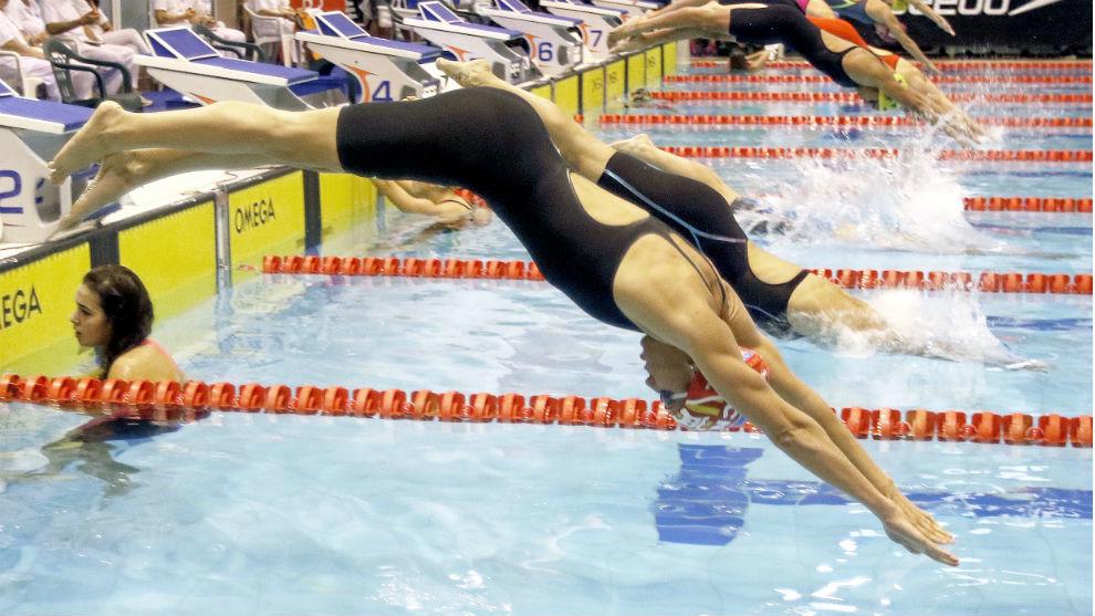 La nadadora del CN Terrassa, en la salida de una serie.
