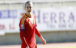 Natalia Pablos durante un partido oficial con España.