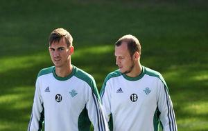 Fabián (20) y Zozulya (27), en un entrenamiento del Betis.