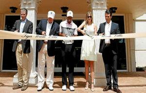 Tiger Woods y Donald Trump inauguran la 'Villa de Tiger' en...
