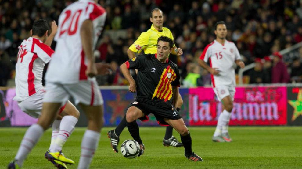 Xavi Hernández durante el partido Cataluña-Túnez disputado en 2011...