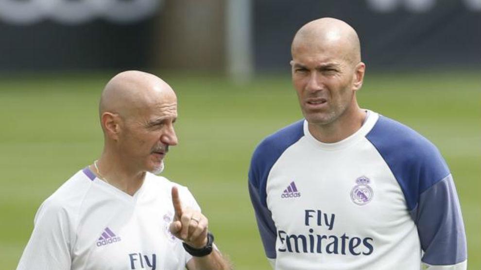 Pintus dialoga com Zidane durante un entrenamiento