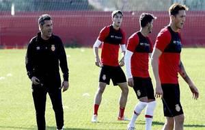 Javier Olaizola dirigiendo un entrenamiento del Mallorca a principios...