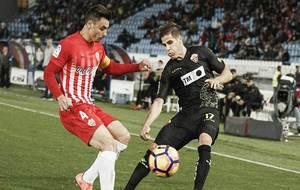 Ximo Navarro pugna con Hervías por un balón durante el reciente...