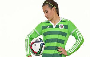 Nayeli Rangel con la camiseta de México.