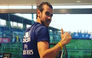 Bale ejercitándose en la ciudad deportiva blanca