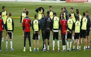 Los jugadores del Elche en un entrenamiento a las órdenes de Alberto...