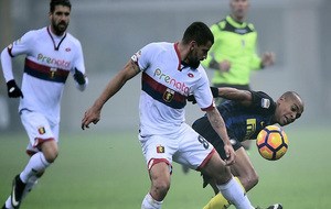 Tomás Rincón durante un partido del Genoa