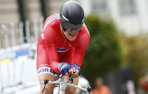 Truls Korsaeth en una crono con el maillot de la selecci�n noruega.