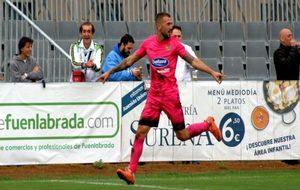 Dioni (27) celebra un tanto ante el Gernika esta temporada.