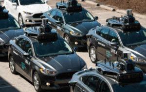 Caravana de vehículos Uber