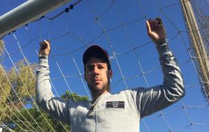 Juan Bernat posa en el Campus de Fútbol de Juan Sánchez en Aldaya.