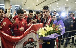 Oscar, a su llegada al aeropuerto de Shangái