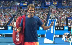Federer muestra su nueva raqueta