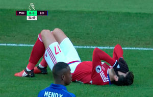 Barragán se lamenta tras caer lesionado.