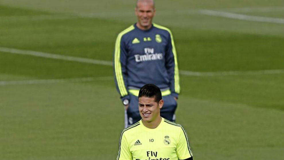 Zidane y James durante un entrenamiento