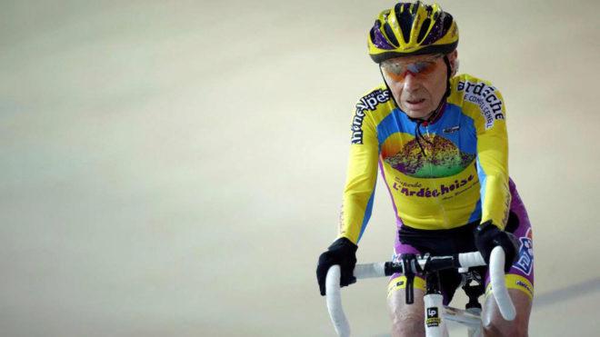 Robert Marchand en el velódromo de Saint-Quentin-en-Yvelines hace dos...