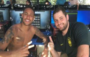 Neymar, en su visita a SK Gaming.