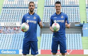 Carlos Peña y Sergio Mora posan como nuevos jugadores del Getafe.