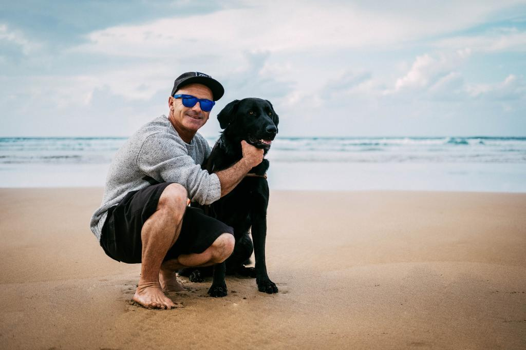Aitor Francesena con Jazz, su perro guía.