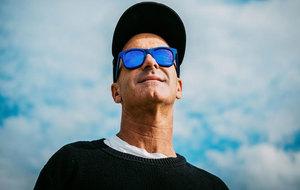 El surfista Aitor Francesena.