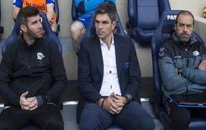Pellegrino en el banquillo en un partido frente al Villarreal.
