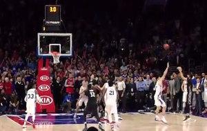 Ricky Rubio anotando su triple para empatar ante los Sixers