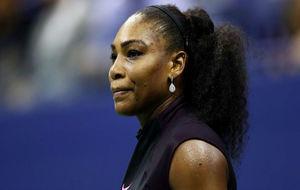 Serena Williams se muestra contrariada durante un encuentro.