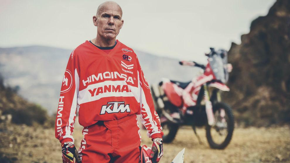 Antonio Ramos (59), delante de su KTM en un entrenamiento con el...