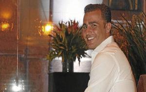 Cannavaro posa durante una entrevista.