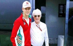 Mick Schumahcer, junto a Ecclestone, en el GP de Alemania