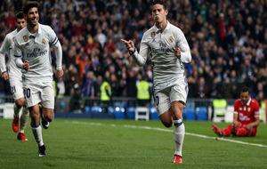 James celebra uno de sus dos goles al Sevilla.