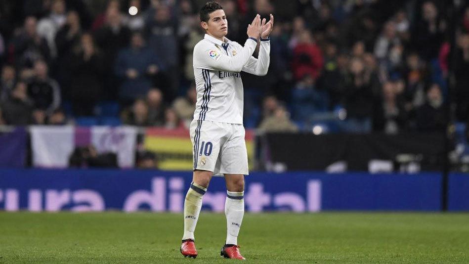 James, saludando al Bernabéu al final del partido.