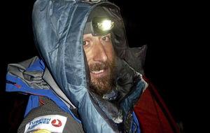 Alex Txikon llega al campo base del Everest