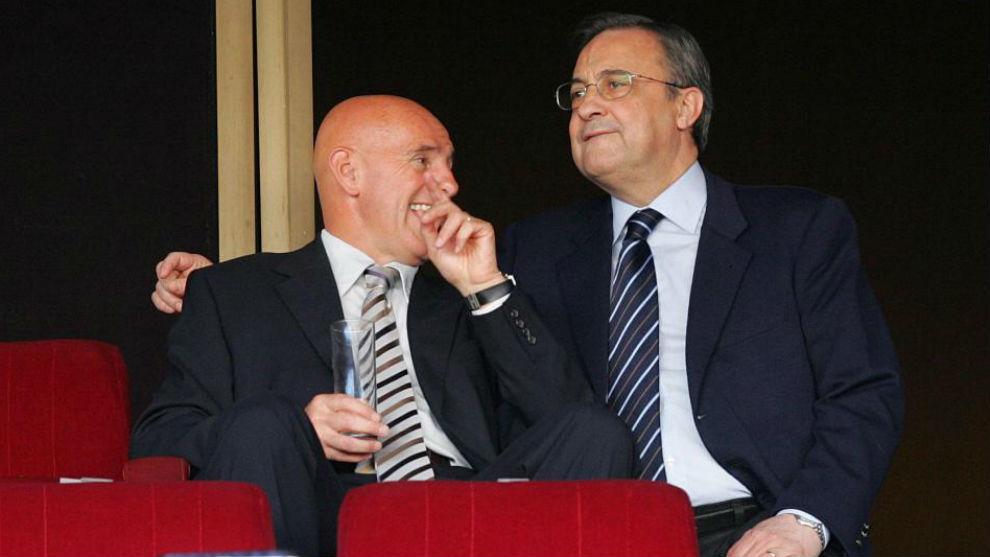 Sacchi y Florentino mantienen una conversación.