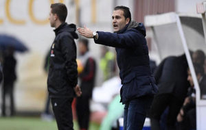 Rubén Baraja, dando instruciones en Vallecas