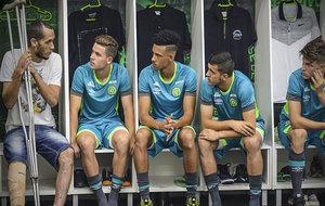 Neto charla con los nuevos jugadores del Chapecoense