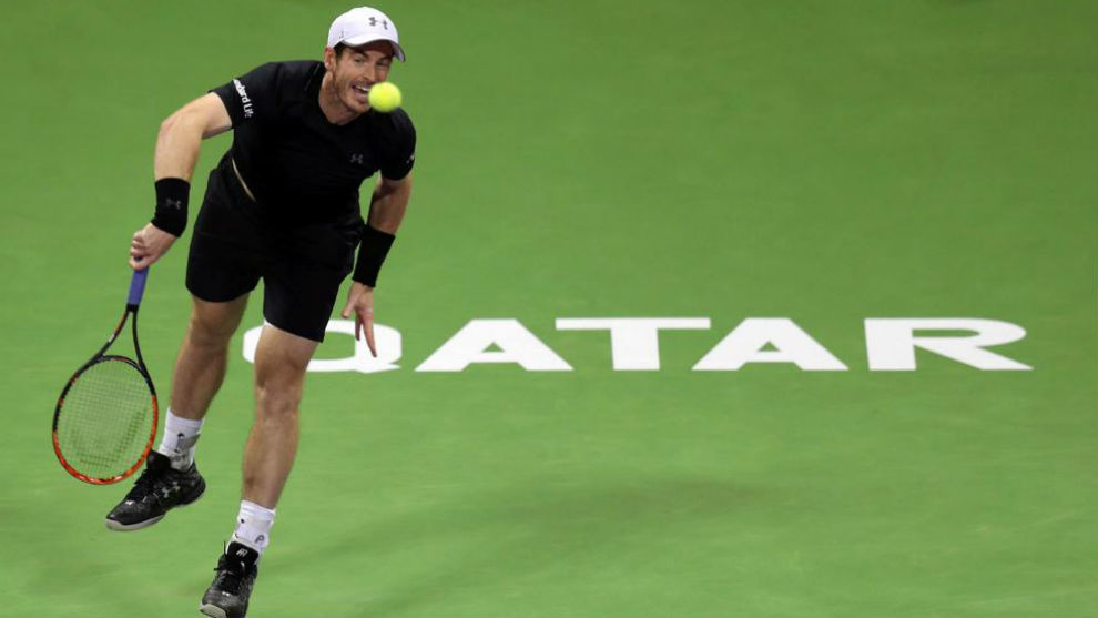 Murray se dispone a sacar
