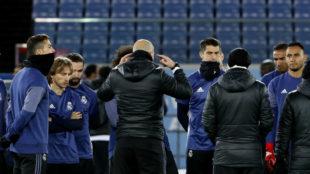 Zidane se dirige a sus jugadores en la previa a la final del Mundial...