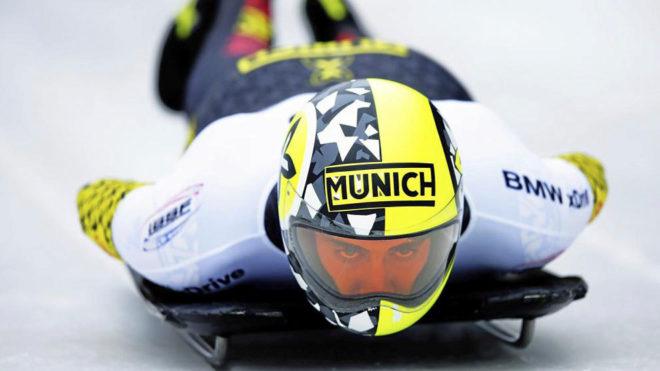 bea336a6be El piloto español de skeleton Ander Mirambell compitiendo.